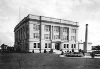 otter tail county court house in the 1920s